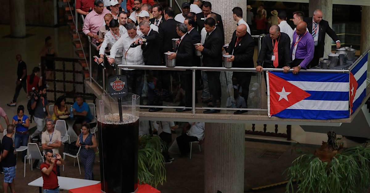 Photo of UN CUBA LIBRE DE RÉCORD GUINNESS